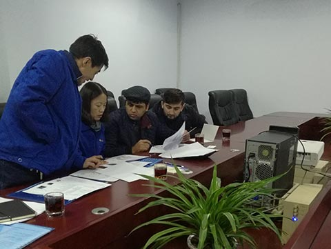 Tajikistan customers come to our company for inspection of equipment and smooth delivery
